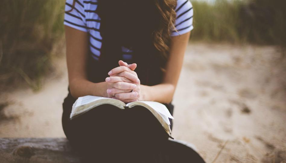如何透過祈禱
