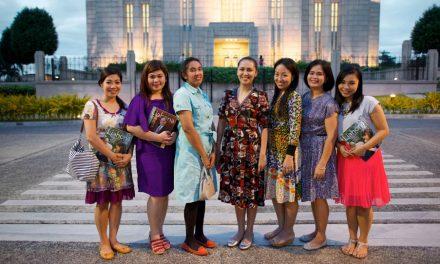 耶穌基督後期聖徒成員穿什麼去教會?