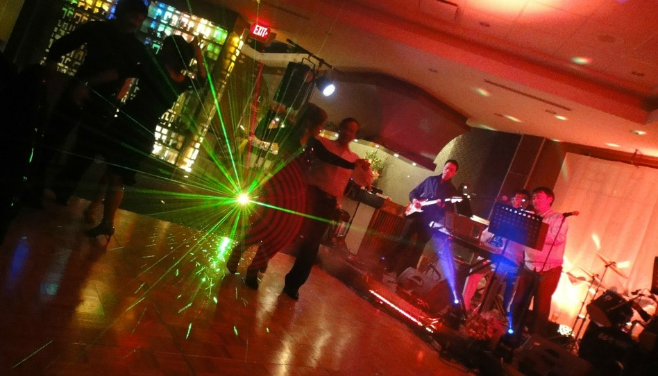 摩門教的校際舞會──與眾不同