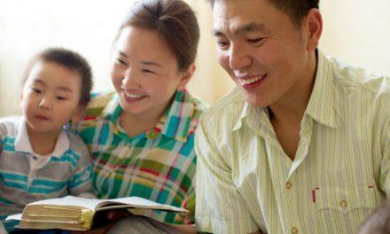 與幼童一起研讀經文,幫助他們也幫助你