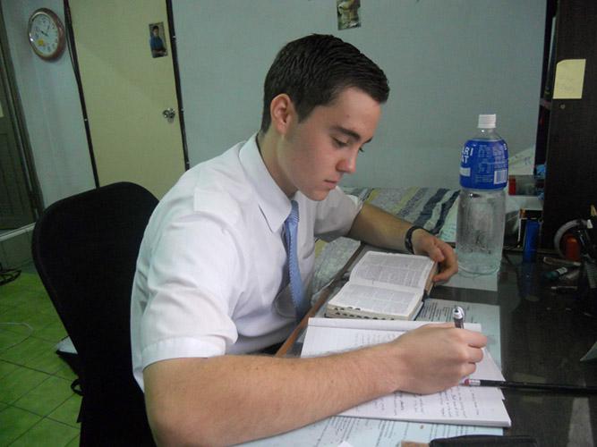 摩門傳教士 早上研讀經文
