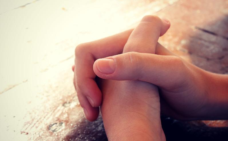 跪下祈禱 帶來平安
