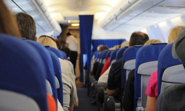 當無神論者和後期聖徒在飛機上相遇時…