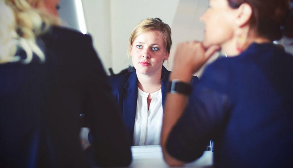 我該如何聆聽朋友的婚姻問題而不受影響?