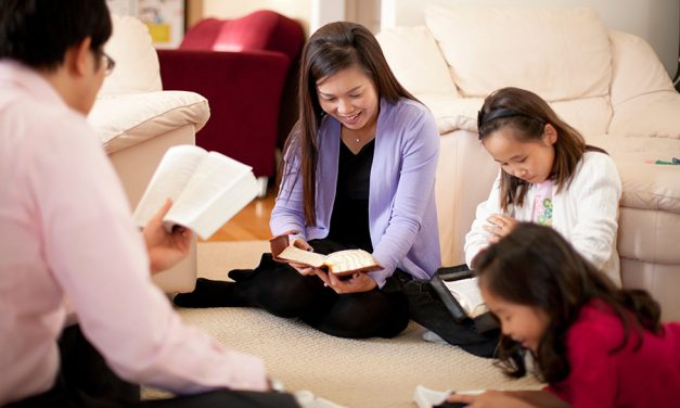 我的看法:為什麼我在家中教會穿著安息日服裝