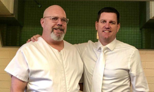 29年後,這個人傳了一封臉書訊息給他的高中朋友求助。這是他後來接受洗禮的故事。